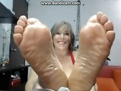 Older Colombiana oiled feet camshow