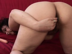 Amateur housewife playing with her Melvina from 1fuckdatecom