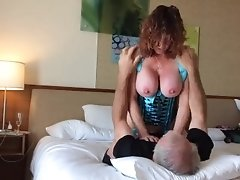 Hot Lady gets her man off with a sexy lap dance