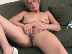 Amateur blonde mommy and her toy Karissa from 1fuckdatecom