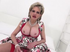 Cheating english milf gill ellis flashes her huge naturals93