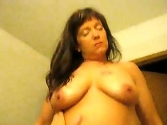 Married cougar likes my cock