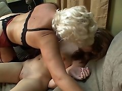 Lesbo dykes working on the new cummers